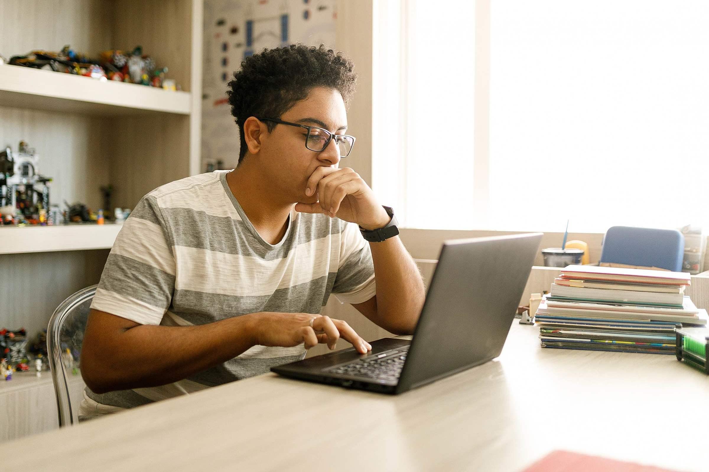 5 benefícios da educação a distância ao estudar jogos e computação